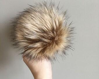 Faux Fur Pom Pom // Fawn