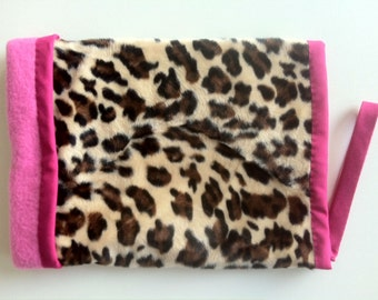 THE CRAZY MANGUITOS Muff in Faux Leopard Pink Fleece Ultra Warm 100% Handmade Extra Soft Funky Punk Rock Pin up Go Go Girl Bombshell Vegan