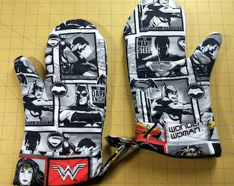 Wonder Woman/Batman/Superman Oven Mitt Set