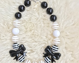 Chunky necklace, balck and white, toddler, baby