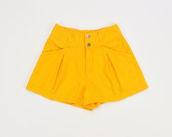 90s Pleated Shorts, Vintage 90s Shorts, Simple High Rise Shorts, 90s Minimal Shorts, 90s Mom Shorts, High Waisted Shorts Size 6