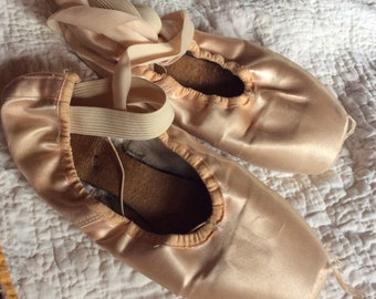 VINTAGE  BALLET SHOES girls dance slippers, ballerina toe shoes, costume