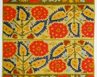 """Hand-hooked rug  """"Grecian Beauty"""""""