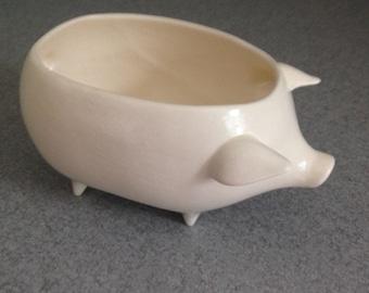Vintage ceramic pig planter soft White a matte finish Succulent herb pot Think spring sponge holder #MPPnoH