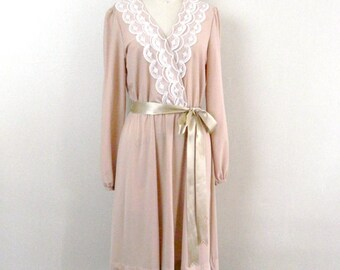 Vintage Dress with Lace Collar  ... 70s Polyester Dress .. Toast of the Town ... Size Small to Medium