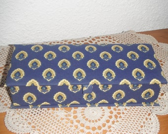 Pencil box of cardboard and cotton fabric lining