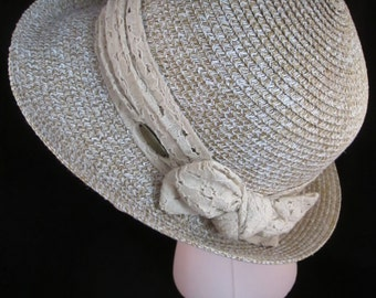 Ladies Cappelli Straworld / Faux Straw Summer Hat in Light Brown & White with Lace Ribbon and Bow.