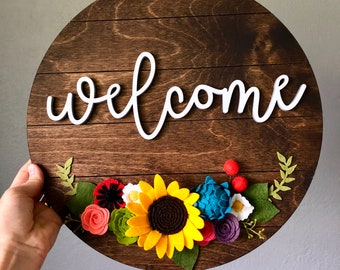 Shiplap Wooden Welcome Sign with Summer Floral Embellishment // Farmhouse Decor / Country Decor / Housewarming Gift / Wedding Gift