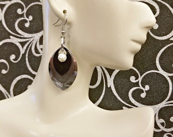 Silver and black 3 scale dragon scale earrings with white pearl, chainmaille earrings, scale maille earrings