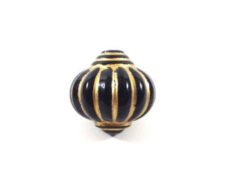 A large bead black and gold Lantern (Ref.101)