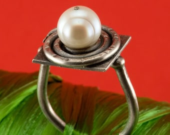 Natural Fresh Water Pearl in Blackened Spiral on Stering Ring