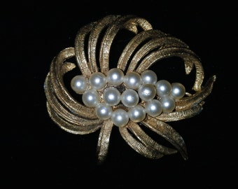 Gold Pearl Pin