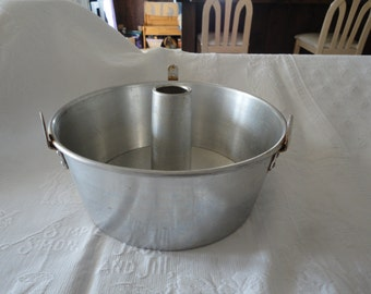 Mirro Round Aluminum Bundt Angel Food Cake Pan 2 Piece USA Made 5394 M Vintage Bakeware