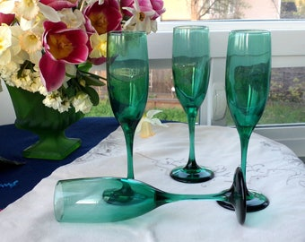 """Two Juniper green 8 3/4"""" champagne flutes toasting set by Libbey Vintage fine stemware, barware glassware. Pair of blue green wine glasses."""