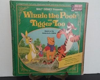 Walt Disney  - Winnie The Pooh And Tigger Too - Plus a Full Color Illustrated Book - Circa 1974