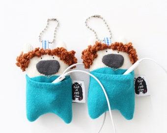 Soft Knit Earphone Case, Lion Earphone Pouch, Earphone Organizer, Lion Keychain, Animal Pouch plushie, Coin Pouch