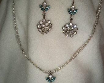 Blue and white mulitstoned necklace and earring set