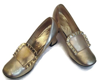 50s Faux Leather Shoes Gold Shoes Gold Faux Leather Gold Shoes 1950s High Heels Gold Heels Gold Wedding Shoes Round Toe Gold Metallic Shoes