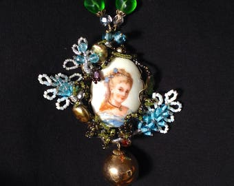 Great necklace baroque vintage cameo porcelain Limoges