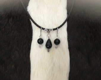Pendant and earrings with onyx