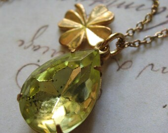 SALE - Green glass teardrop and clover vintage romantic necklace, teardrop necklace, teardrop necklace, gold necklace, vintage necklace