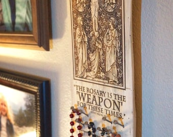 New Solid Wood Rosary Capsa (Holder) - With Engraving - The Crucifixion