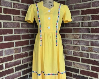 Vintage late 1930s early 1940s puff sleeve day dress