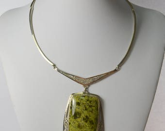 Green serpentine necklace, WORLDWIDE FREE SHIPPING