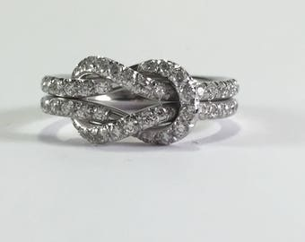 Flat knot ring in white gold and diamonds