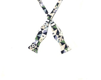 Green Horses Self Tie Bow Tie, Derby Party, Adjustable, Derby Horses, Kentucky, Rodeo, Mens Bow Tie, Horse Racing, Pink Horses