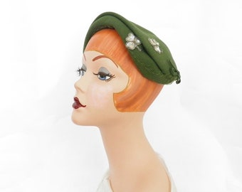 Vintage 1950s hat, woman's green cap with shamrocks
