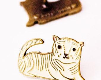 Enamel TIGER PIN, mens lapel pin, White TIGER enamel pin animal pins enamel, groomsmen gift, tiger jewelry, pin enamel pins, Groomsmen pin