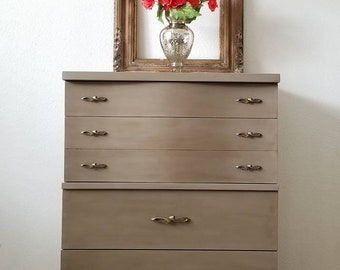 Vintage Mid Century Dresser/Chest *Local Pick Up Only