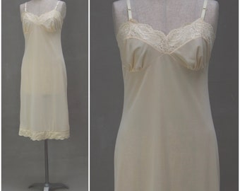 Vintage Slip, 1960's cream nylon petticoat with pretty lace trim, Ladies underwear / Lingerie, Alternative dress / nightwear, 60's slip, 36""