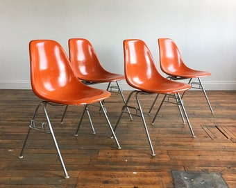 Set Of 4 Vintage Herman Miller Eames Fiberglass Shell Chairs