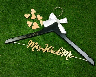 Wedding Gift, Personalized Wedding Hanger, Bridal Hanger, Maid of Honor Gift, Gift for Bride's Mom, Gift for Bride's Sister,Team Bride MG014