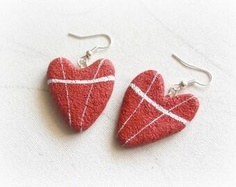 Orecchini cuore rosso pendenti Gioielli artigianali di tendenza Cuori di pietra Regalo per la mamma sorella migliore amica Idee anniversario