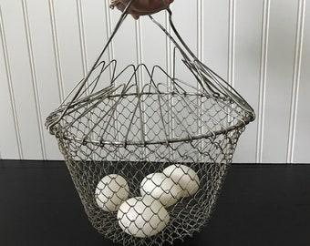 Vintage Wire Egg Basket, Folding Metal Handle Basket, Collapsible Basket, Egg Gathering, Hanging Wire Fruit Basket, Rustic Farmhouse Kitchen