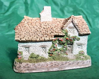 David Winter Sussex Cottage Vintage 1982 from John Hine Workshop and Studios Collectible Figurine