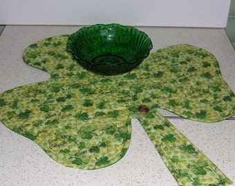 Quilted St. Patrick's Table Topper, St.Patrick's Table Decor, St. Patrick's Clover Topper, Luck of the Irish Table Topper, Table Runner