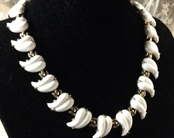 Brightest White Milk Glass Leaf Choker Necklace Unsigned 1950's 1960's Trifari Style Gold Tone Setting Unsigned Vintage Style Nature Inspire
