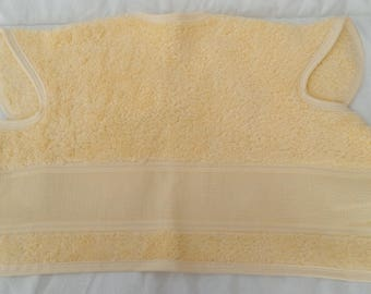 Bib covering embroidery colors: yellow