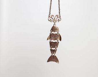 vintage 1970s pendant fish necklace