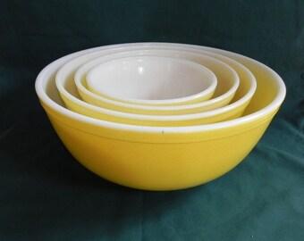 Yellow Pyrex Mixing Nesting Bowls (Set of 4)