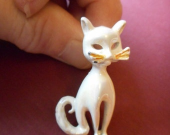 Wonderful Vintage Kitty Brooch, Metal White Enamel Kitty Cat Pin, Cat Jewelry, Cat Brooch, Cat Lover, Whiskered Kitty