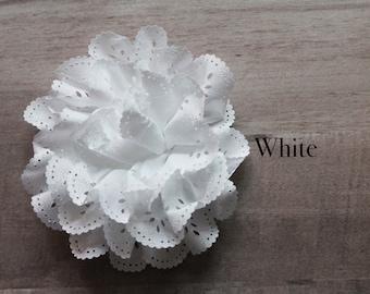 Eyelet Flower in white