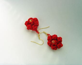 Earrings red gold silk and bead wire.
