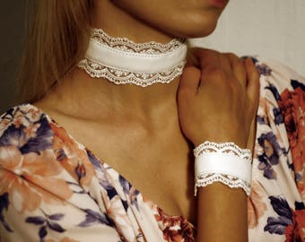 LEATHER CHOKER NECKLACE with lace
