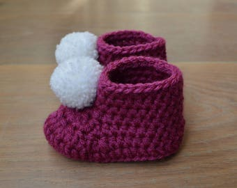 Crochet baby shoes - Newborn shoes - Baby booties purple - new baby gift - baby shower present - pregnancy announcement - pompom shoes