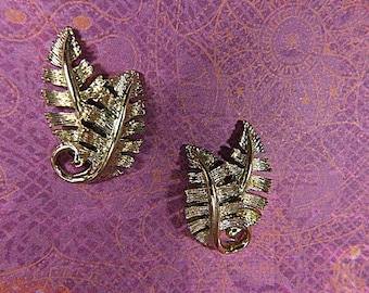 Vintage Gold Leaf Clip Earrings - V-EAR-640 - Gold Clip Earrings